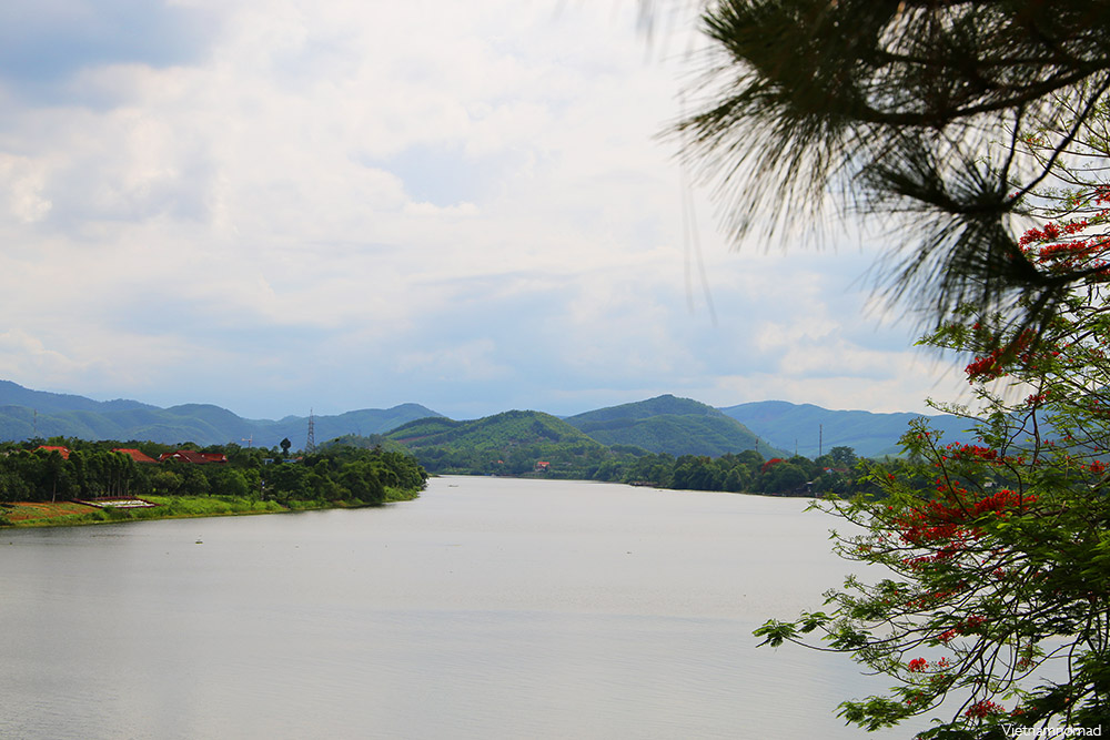 Top 8 attractions in Hue - Perfume River