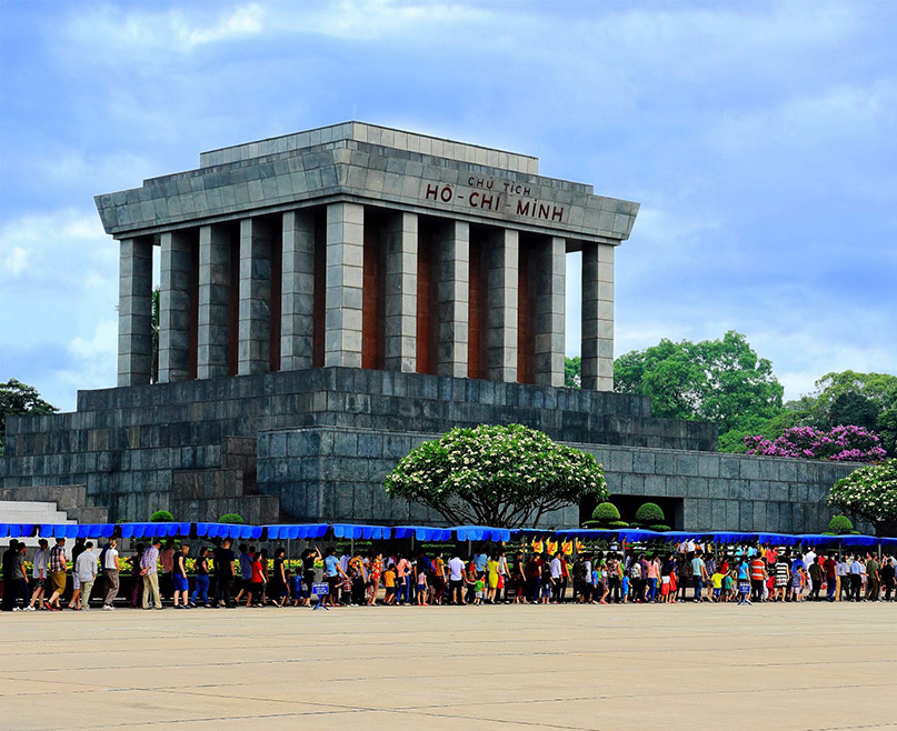 10 best things to do in Hanoi - Visit Ho Chi Minh Mausoleum