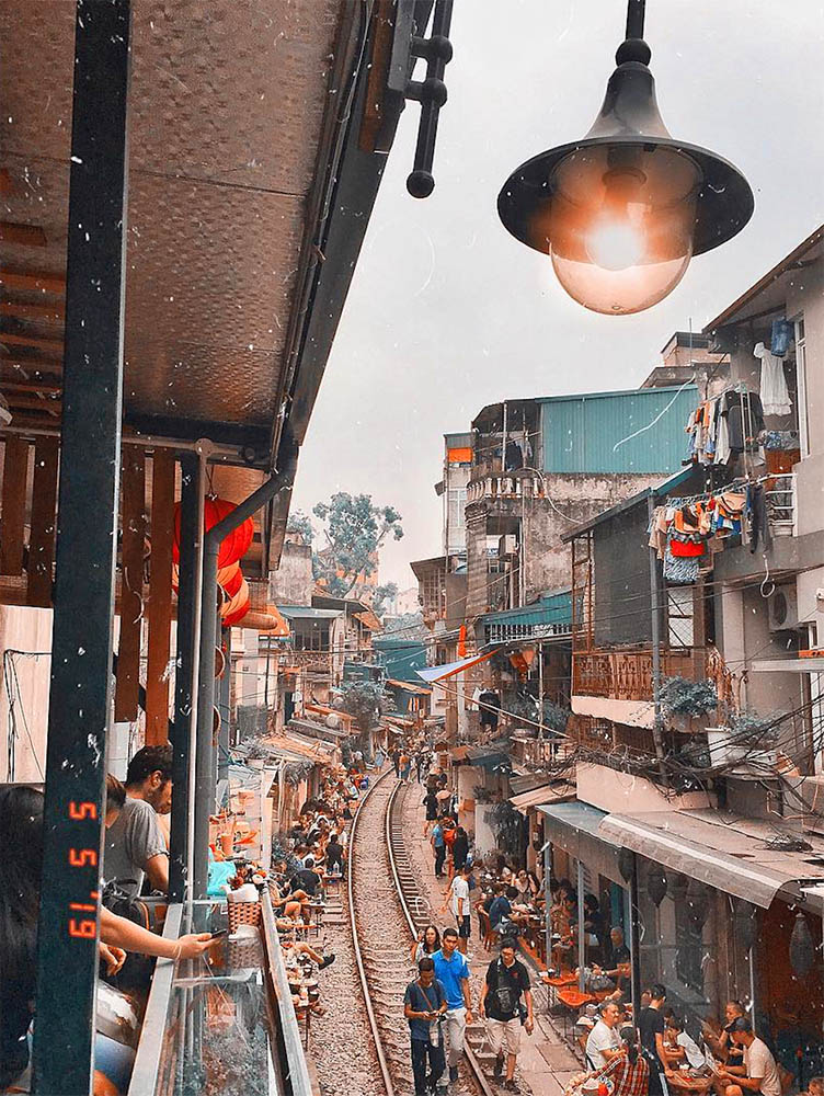 Top 10 things to do in Hanoi - train street