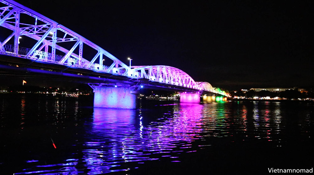 Perfume River – Trang Tien Bridge