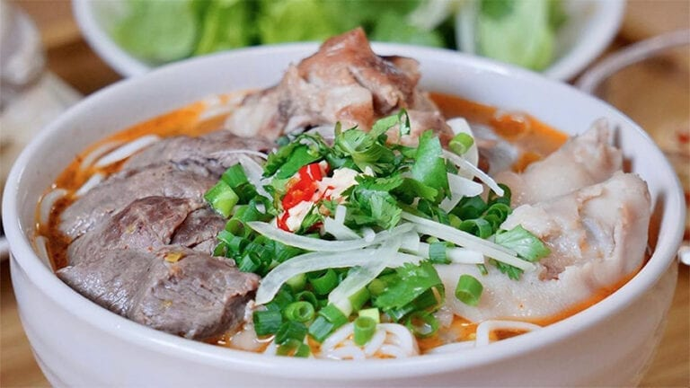 Top Vietnamese food - Bun Bo Hue