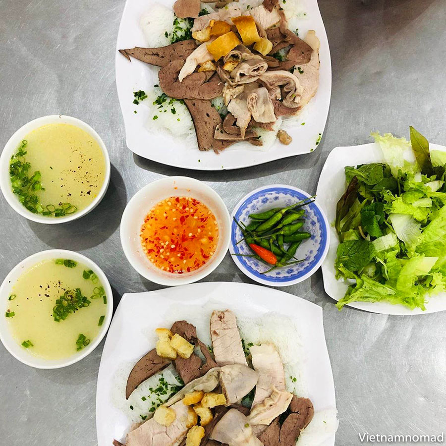 Must-try dishes in Quy Nhon - Banh Hoi Chao Long