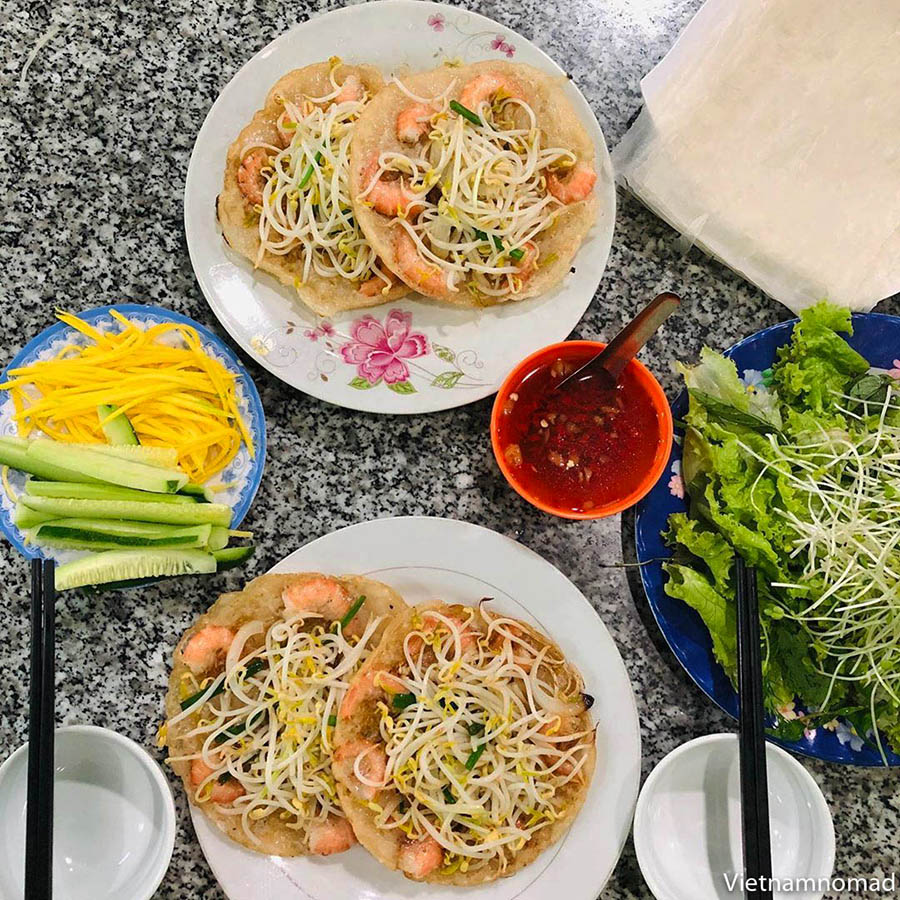 Must-try dishes in Quy Nhon - Banh Xeo
